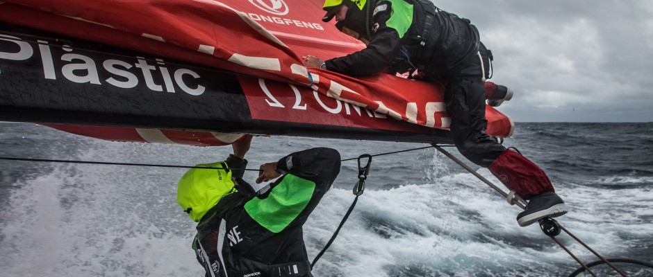 Leg 3, Day 5: Dongfeng leads along the hard edge of the Ice Exclusion Zone